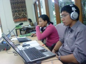 sewa penerjemah simultan, sewa penterjemah simultan bali, rental penerjemah simultan denpasar, sewa translator denpasar lombok, sewa wireless headset, rental wirelss headphone earphone